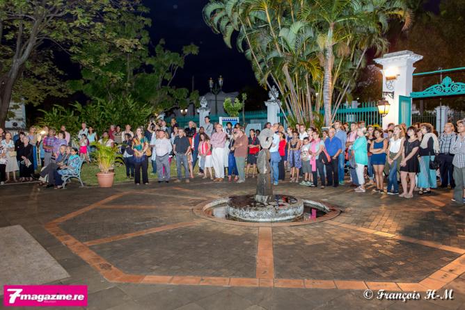 Beaucoup de monde dans les jardins de l'Artothèque