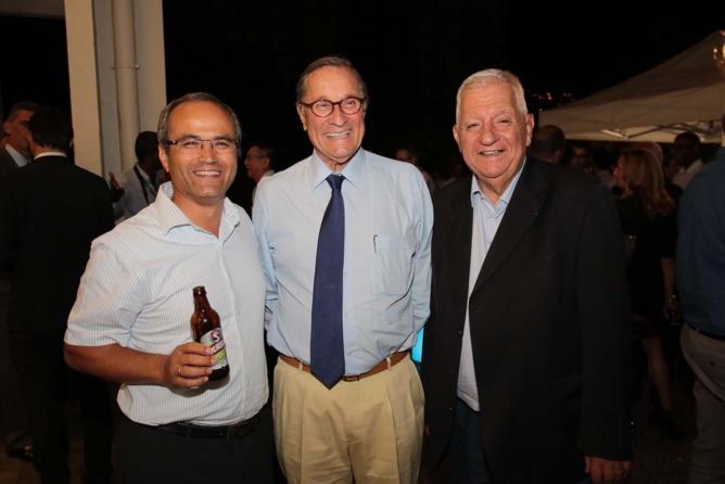 Doron Wijnschenk, directeur des Brasseries de bourbon, Bernard Hayot, président du groupe éponyme et Maurice Cerisola