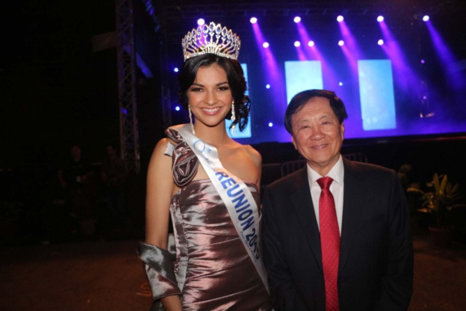 Azuima Issa, Miss Réunion 2015, et André Thien Ah Koon, maire du Tampon