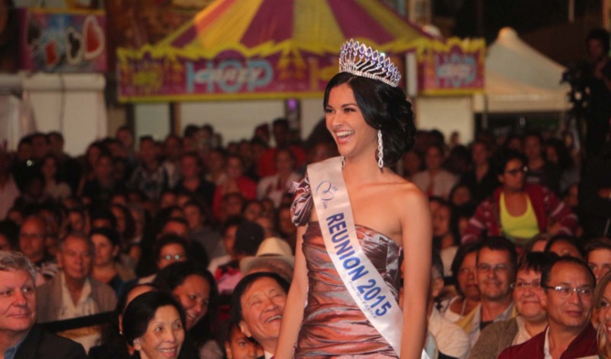 Une Miss Réunion manifestement heureuse d'assister à cette élection