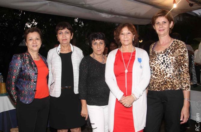 Avec ses collègues de la Sous-Préfecture de Saint-Pierre: Chantale Cazal, Nicole Lucas, Brigitte Therméa, Bernadette Moizeau
