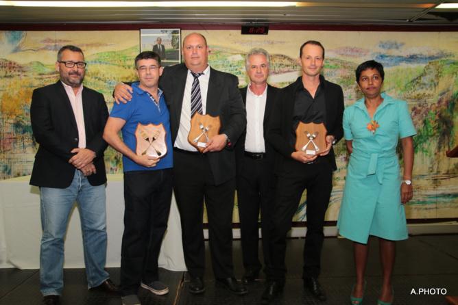 Les lauréats avec les présidents sortant et entrant du Club des Uniques, et avec la députée Ericka Bareigts