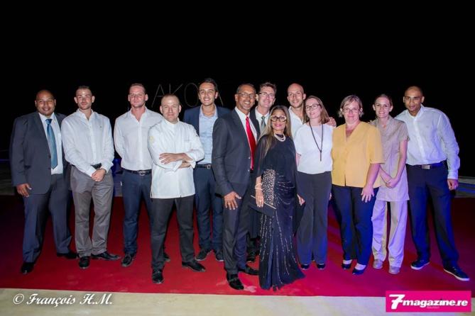 L'équipe de l'Akoya Hôtel à son ouverture