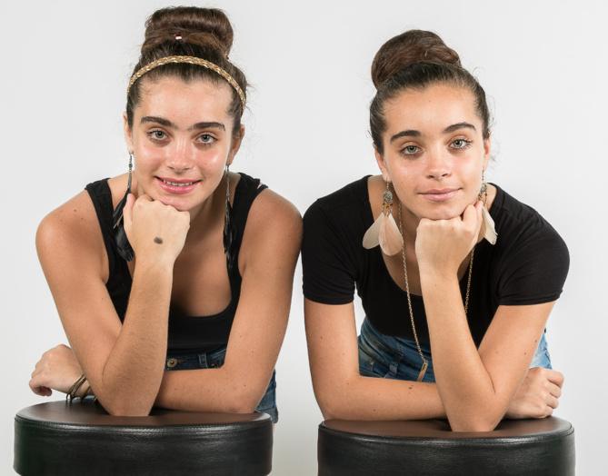 Fiona et Maella... Ou Maella et Fiona?... Fiona a le bandeau dans les cheveux!