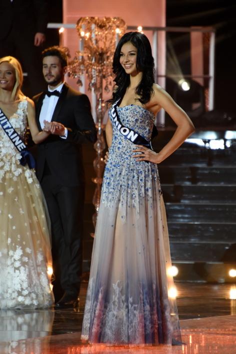 """En Une de """"Public""""<br>Kendji Girac a craqué pour Miss Réunion!"""