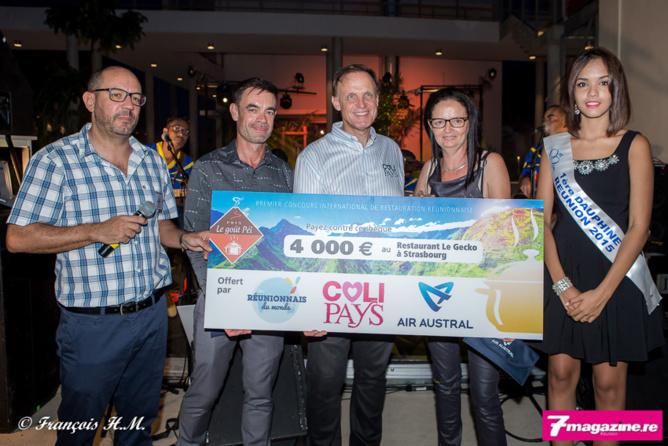 Nicolas Martin, le directeur du site reunionnaisdumonde.com, Fabrice Adam, Frédéric Faby, la représentante du Restaurant Le Gecko de Strasbourg (qui gagne 4 000 euros), et Vanessa Robert