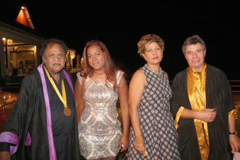 Fred Espel, artiste, fait partie de la Confrérie, ici avec ses amies