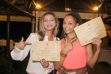 Gessica Pitou et Yaëlle Trulès fières de leur nouveau diplôme!