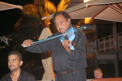 Fred Espel et son célèbre violon bleu