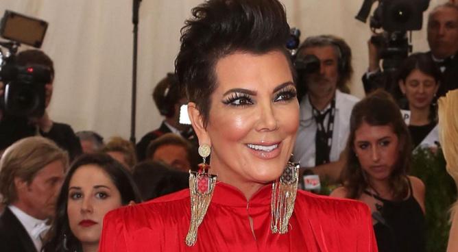 La maman de Kim Kardashian accro au botox