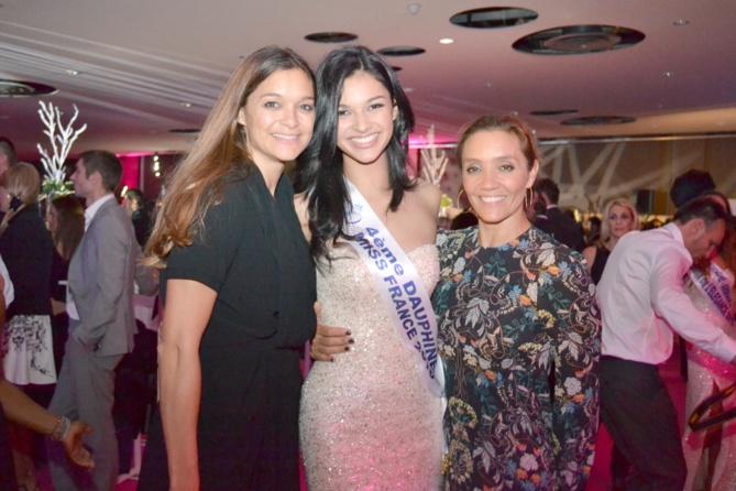 Azuima avec Célia Jourdheuil de Miss France Organisation, et Caroline Gavinier, productrice de l'émission Miss France 2016