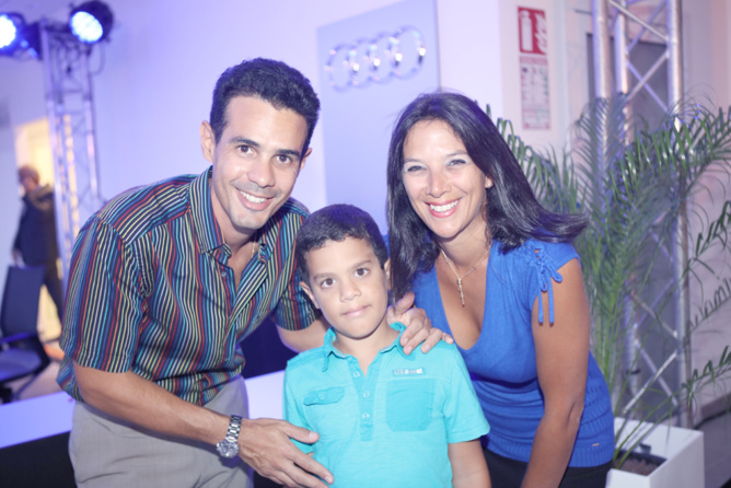 Lionel Caro, directeur d'Akoatys et son épouse Graziella avec leur fils