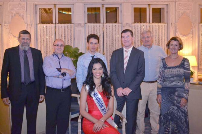 Toute l'équipe de Marcelino Burel avec Miss Réunion
