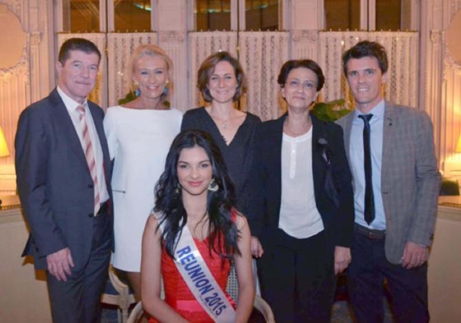 Marcelino Burel entourée de Miss Réunion 2015 et des partenaires du Congrès des experts comptables: Le comité miss Réunion, 7magazine.re, Air Austral et le Luxe