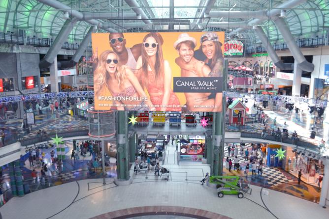 Visite et shopping pour Miss Réunion dans un immense centre commercial du Cap