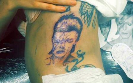 Lagy Gaga: un énorme tatouage de Bowie