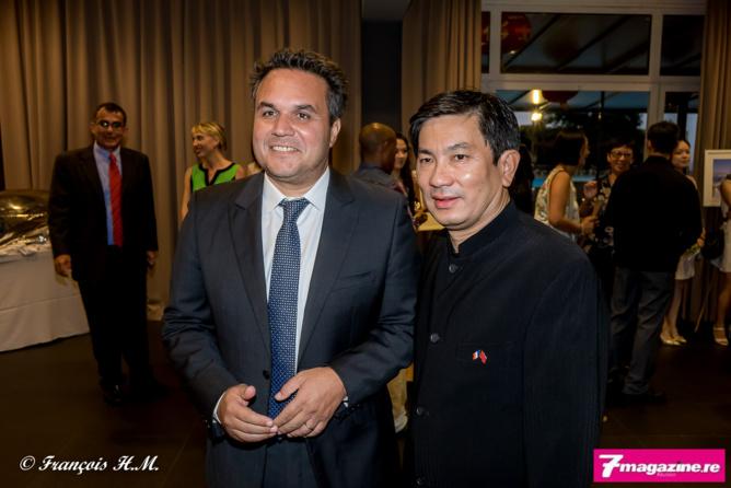 Didier Robert et Daniel Thiaw Wing Kaï, président de la Fédération des Associations Chinoises de La Réunion