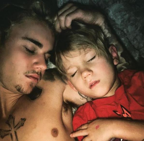Le petit frère de Justin Bieber: pareil!