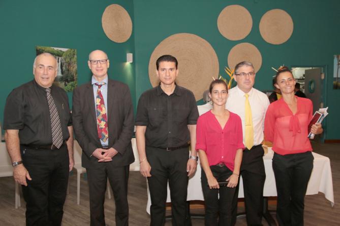 Pasqual Porcel (à gauche), directeur de l'IUP Tourisme, avec les professeurs et étudiants
