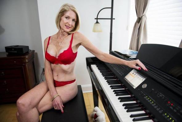Quinquagénaires et plus: elles posent ultra sexy!