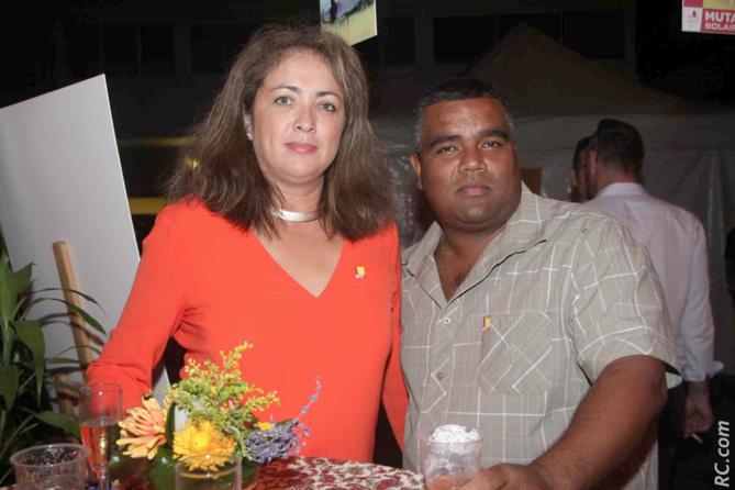 Sandrine Chane To de la Mutualité de La Réunion  avec un de ses collègues de Saint-Louis