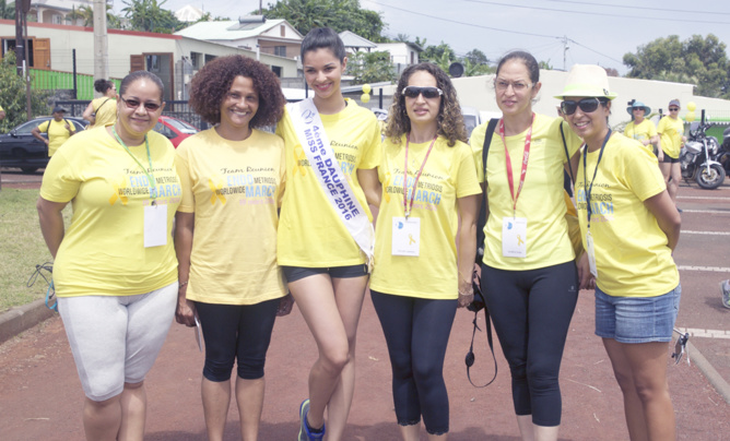 Azuima Isa avec Anicha Lebeau et les filles du maire Daniel Pausé