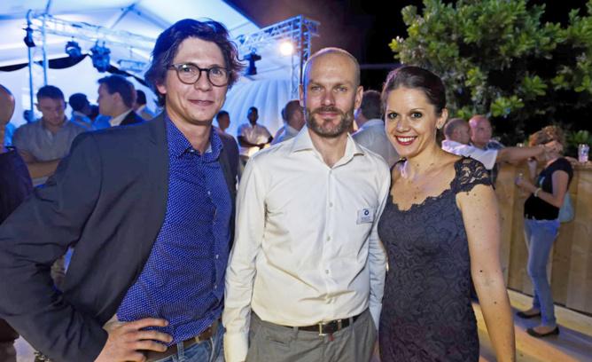 Simon de Palmas de KZ-A Architecture et son épouse, et au centre Michael Feau, Directeur Commercial, Marketing et RH