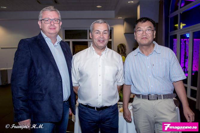 Frédéric Cormerois, Frédéric Chausson, directeur régional du PMU, et Xiaotao Dong du Consulat de Chine à La Réunion