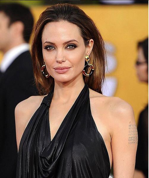 Angelina Jolie affichait à l'époque, encore, de jolies formes