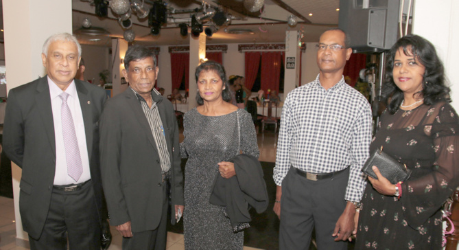 Jacques Véloupoulé, Christophe Catan, directeur d'EMBLR, et son épouse, et Mr Zilmia, directeur de société, et son épouse