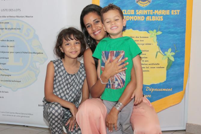 Vanessa Baret, fille de Marie-Annick Boucher, avec son fils Luckas et Noémie