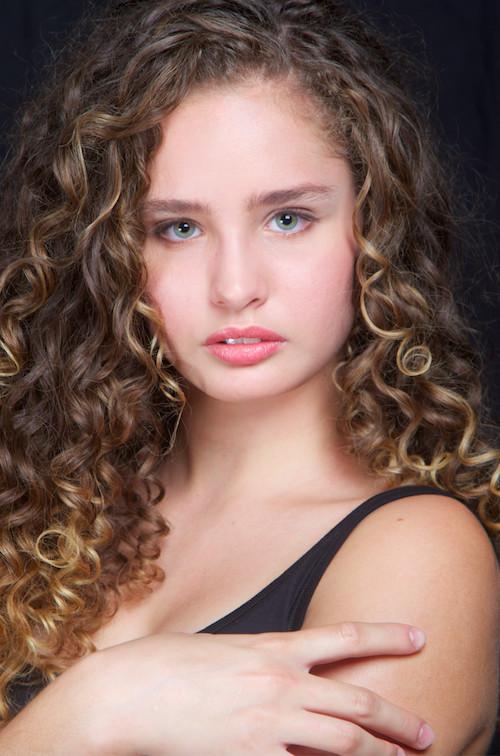 Ava, 15 ans, 1m71