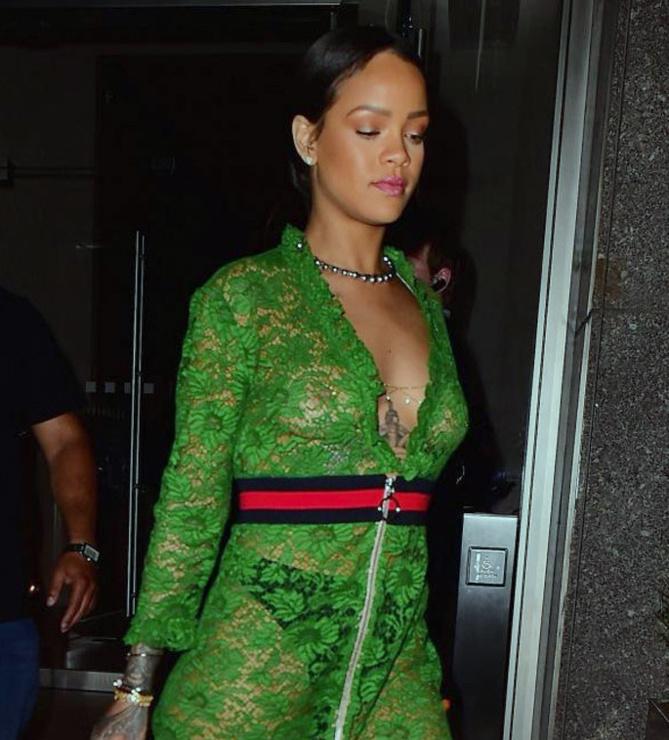 Rihanna: verte et transparente