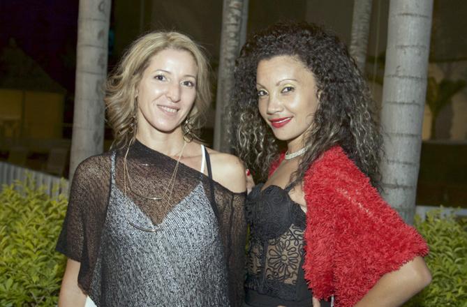Mériem Amrani, distributrice des produits Farida b, et sa collaboratrice