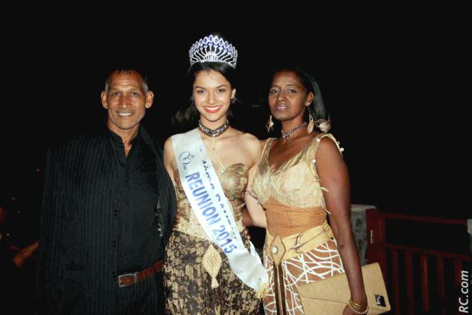 Azuima avec Sabey et son époux. Azuima était habillée par Sabey