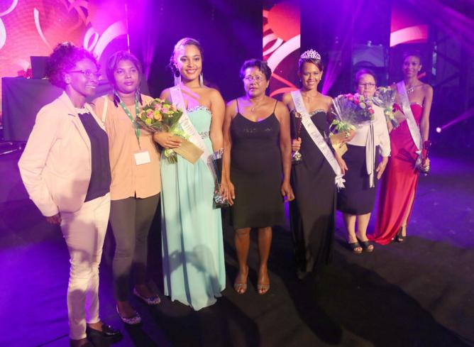 Les trois lauréates avec les élues de la commune