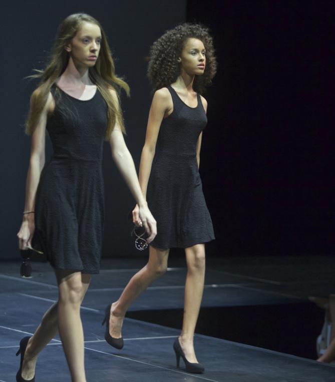 Les finalistes portent l'indispensable petite robe noire Jennyfer, accesoires Parfois