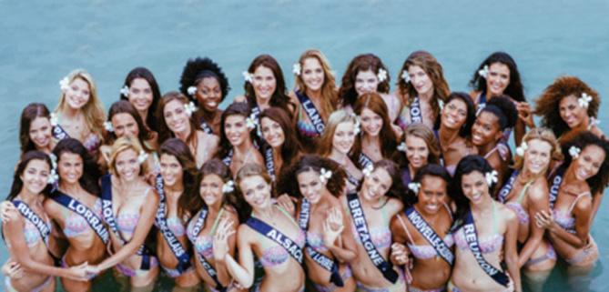 Les candidates à l'élection Miss France 2016 lors de leur voyage à Tahiti, Miss Réunion 2015 est au premier rang à droite