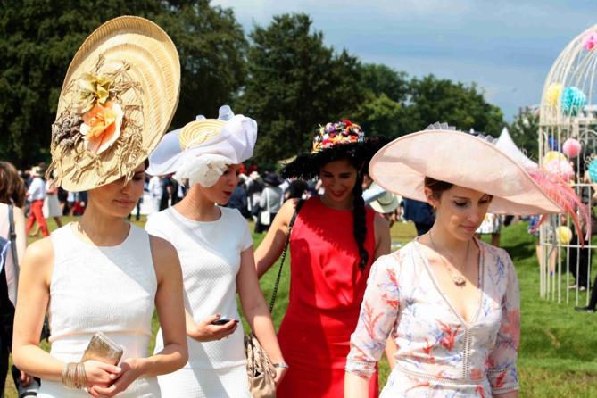 Les incontournables Elégantes chapeautées du Prix de Diane Longines