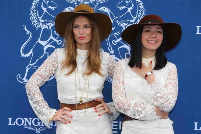 Le duo Brigitte, chapeauté s'il vous plaît, a animé ce Prix...