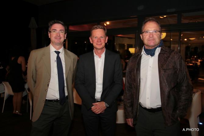 Bertrand Sireyjol, directeur de Cotrans, Marc Tezenas, directeur général Automobiles Réunion, Runcar, Remirex et Ecore, et Hervé Mousson, directeur de site Cotrans Saint-Pierre