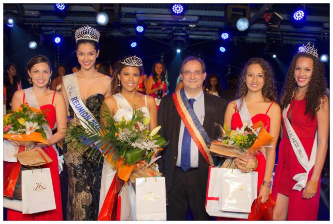 Les lauréates avec le maire, Azuima Issa et Miss Salazie 2015
