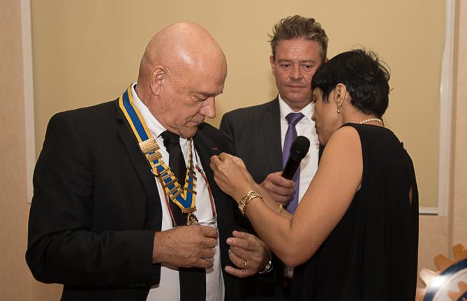 Nathalie Bertin a passé le collier à Bruno Cachera