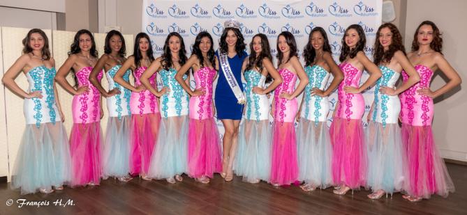 Les 12 candidates 2016 entourent Miss Réunion 2016