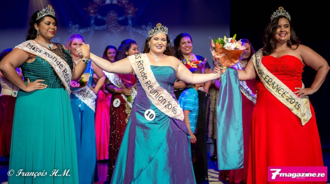 Agnès Dijoux, Miss Ronde Réunion 2016, entourée par Sidji Rouag, Miss Ronde Réunion 2015, et Emmanuelle Clarisse, Miss Ronde France 2015