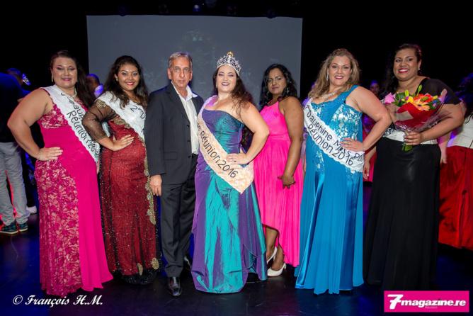 Les lauréates avec Annie Cerveaux, la présidente du Comité Miss Ronde Réunion, et Aziz Patel, président du jury