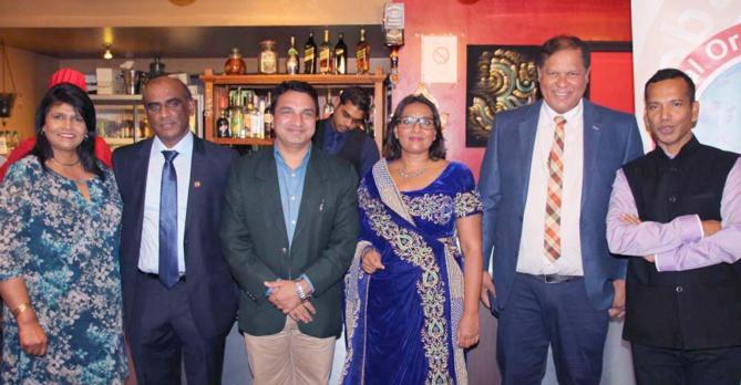 Jean-Régis Ramsamy (à l'extrême droite), président Gopio Reunion St-Denis, avec le Consul de l'Inde et les invités extérieurs du Gopio