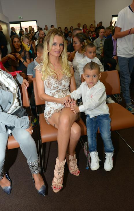 La superbe Ludivine Payet et l'un des trois enfants du couple, le petit Milan