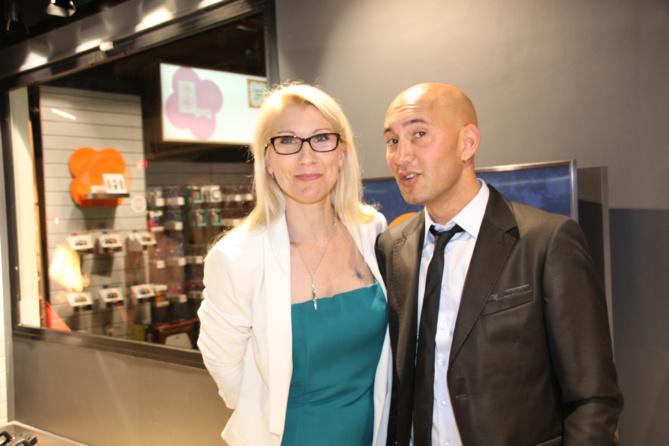 Manuella Josso, chef de projet Smart Store, et Fredy Renneville, responsable boutique Trail Sport Saint-Pierre et Saint-Denis