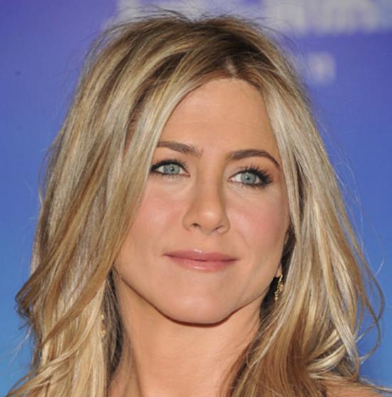 Jennifer Aniston en larmes en conférence de presse
